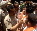 Shiv Sena's demonstration against the death of Durga Prasad Gupta
