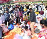 Shoppers throng flower market ahead of Ayuda Pooja and Vijaya Dashami