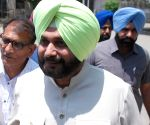Sidhu questions his govt's probe into 2015 firing incident