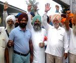Sikhs demonstrate against Pak Govt. for not sending special train