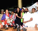 Double Olympic medalist Sindhu arrives in Hyd to rousing welcome