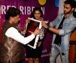 Anup Jalota launches Anuradha Paudwal's Valentine's single