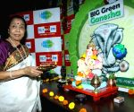 Asha Bhosle perform Ganesh aarti at 92.7 BIG FM office