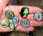 Amazing! Old chewing gum is this artist's canvas