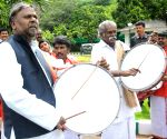 Karnataka CM greets artists selected for AKKA festival