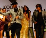 Sonalika Chauhan, Rituporno Ghosh and designer Abhishek Dutta during the Kolkata Fashion Week on 4 April 2009.