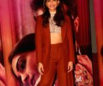 Sonam meets 'funny, smart' Mindy Kaling in LA