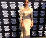 Anil lauds Sonam's 'breathtaking attire' at Cannes (Movie Snippets)