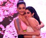 Free Photo: Sonam Kapoor posts b'day wish for 'dearest Jaanu' Janhvi