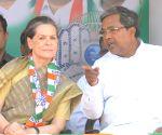 Siddramaiah meets Sonia