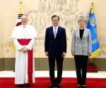 President Moon Jae-in meets new Vatican envoy