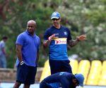 Dambulla (Sri Lanka): Sri Lanka - practice session - Sanath Jayasuriya, Upul Tharanga, Nic Pothas