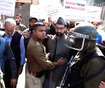 Mirwaiz Umer defies house arrest, shifted to police station