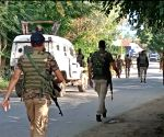 Cop, civilian injured in Srinagar militant attack