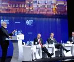 St. Petersburg (Russia): St. Petersburg International Economic Forum - Modi