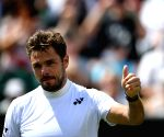 Wawrinka moves to last 8 at Djokovic retires at US Open