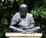 Row over saffron, ash smeared on Periyar statue