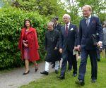 Stockholm (Sweden): President Mukherjee meets Swedish King and Queen at Karolinska Institute