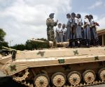 Students visits the 10 Medium Regiment of the Army