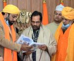 Free Photo: Sufi religious leaders meet Union Minister Naqvi, discuss issues related to Waqf, Haj, Dargahs.