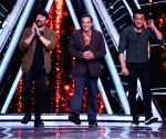 Dharmendra, Sunny, Bobby and Karan Deol come together in Apne 2