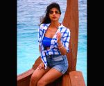 Free Photo: Suhana Khan aces beach look in shades of blue