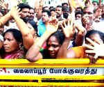 Karunanidhi hospitalised  at Kauvery Hospital - Supporters wait outside