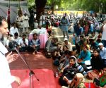 Narmada Bachao Andolan demonstration - Yogendra Yadav
