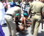 TN farmers strip  in front of PMO