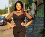 Tanushree Dutta sizzles in black