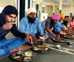 Tarn Taran: Villagers living near border move to safer places
