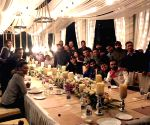 Dhoni hosts dinner for teammates