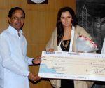 Telangana CM presents Rs. 1 crore cheque to Sania Mirza