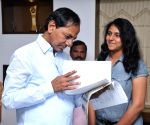 Telangana CM meets karate players