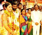 Anantapur (Andhra Pradesh): N. Chandrababu Naidu, K. Chandrasekhar Rao attend the wedding of Paritala Sunita's son