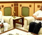 K. Chandrasekhar Rao meets E.S.L. Narasimhan