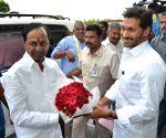 Chandrasekhar Rao meets Andhra CM
