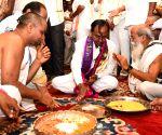 Chandrasekhar Rao visits Kanaka Durga Temple