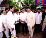 K. Chandrasekhar Rao and N. Chandrababu Naidu pay homage to N. Harkrishna