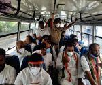 Telangana Cong leaders marching to Raj Bhavan detained