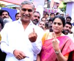 Telangana Assembly election - T Harish Rao casts his vote