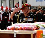 Army chief pays homage to martyrs