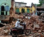 Building collapses in Kolkata