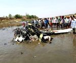 2 killed as trainer aircraft crashes into river