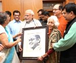 Family members of Netaji Subhas Chandra Bose, meets PM Modi