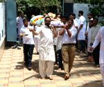 Funeral of Nikkhil Advani's mother