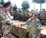 Independence Day - Northern Army Commander, Chinar Corps Commander visit Valley