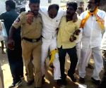 Kaggallu (Andhra Pradesh): TDP candidate injured as cop opens fire to save him