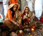Laxmi Narayan Tripathi performs Pitru Paksha rituals