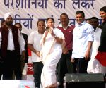 Mamata Banerjee, Arvind Kejriwal at Azadpur Mandi